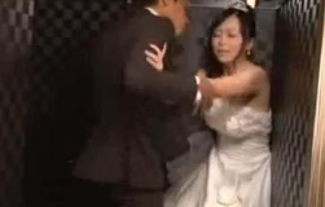 羽月希 結婚式場で凌辱される花嫁!ストーカー男から結婚式中にレイプされる!