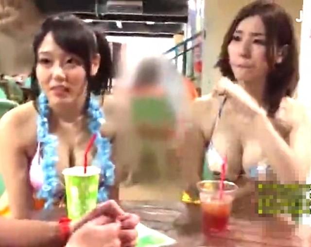 プールナンパでゲットした美女2人組がスタイル抜群な身体w 浜崎真緒 芦名ユリア